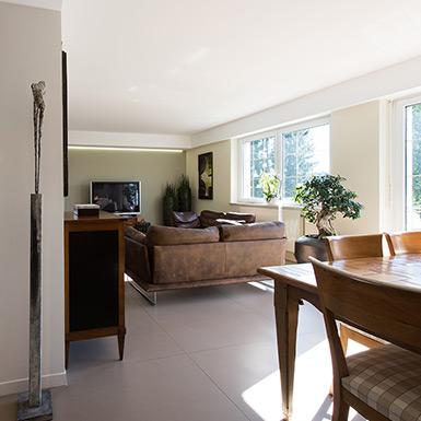 Pour apporter de la luminosité à cette maison située à Eschentzwiller, une véranda a été installée dans l'espace de vie.