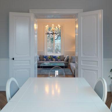 L'objectif de ces travaux de modernisation est de faire entrer la lumière et créer un espace de vie agréable et confortable.
