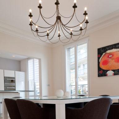 Grâce aux travaux de rénovation de Marc Gallitelli, cet appartement haussmannien à Mulhouse dispose d'une cuisine ouverte.
