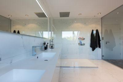 Marc Gallitelli réalise des travaux de rénovation et d'aménagement de salle de bains à Mulhouse pour la rendre fonctionnelle et agréable.