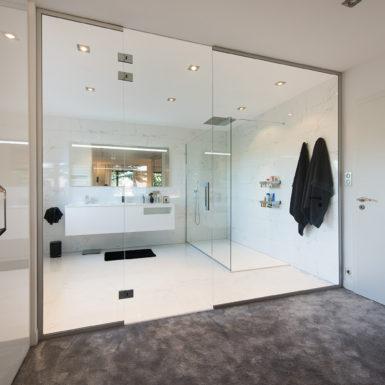 Marc Gallitelli réalise sur Mulhouse vos travaux de rénovation pour une suite parentale avec salle de bain sur-mesure.