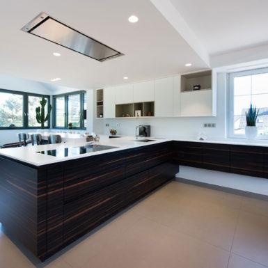 Les aménagements de cuisine réalisés par Marc Gallitelli allient élégance, ergonomie et matières nobles.